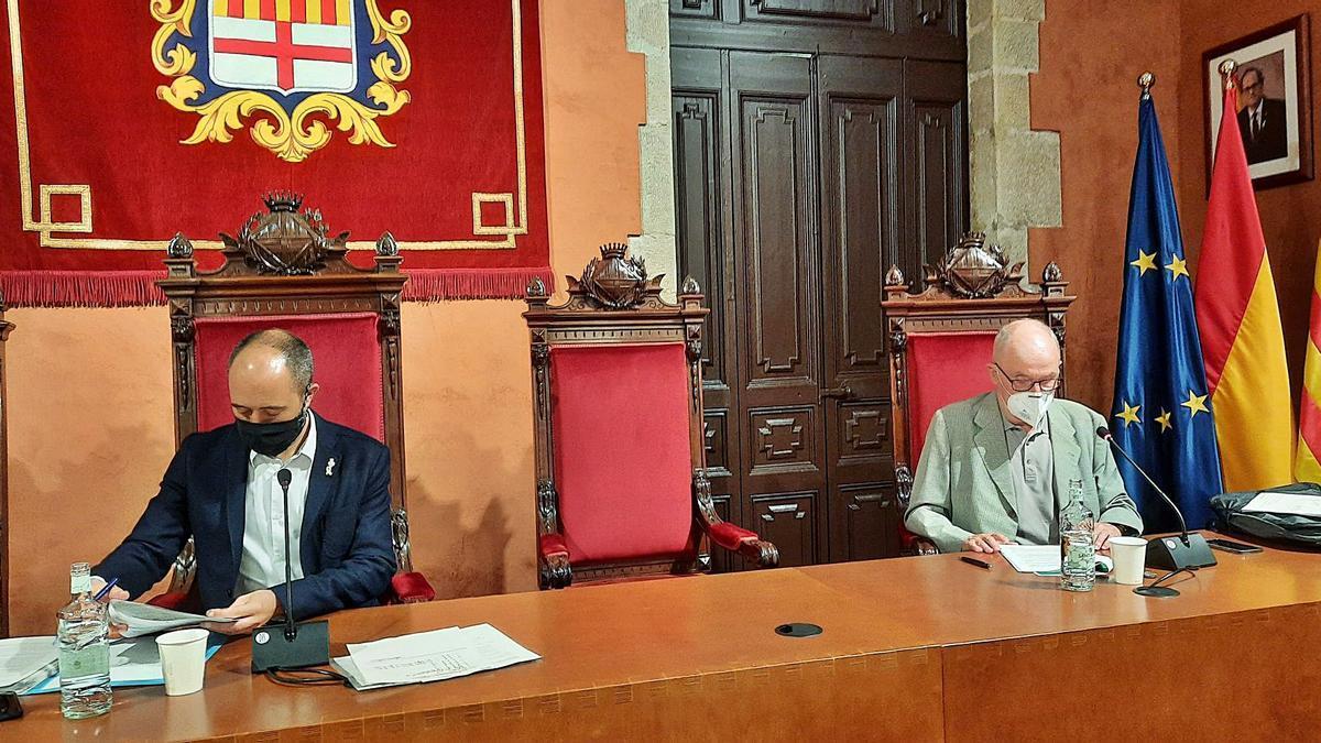 Marc Aloy, alcalde de Manresa, amb el Síndic de Greuges de Catalunya, Rafael Ribó, al saló de sessions   FRANCESC GALINDO