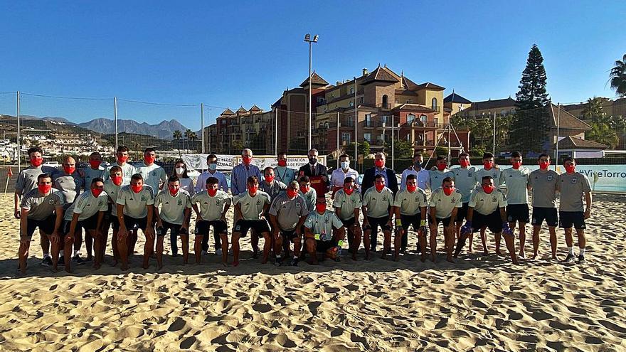 La selección de fútbol playa prepara en Torrox la Copa Intercontinental 2021