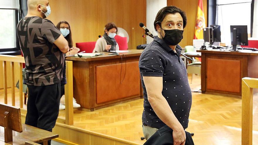 Los primeros percebeiros furtivos condenados de Baiona se libran de la cárcel