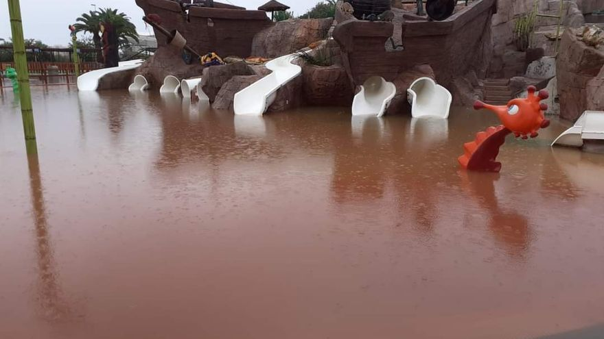 Una tromba de agua inunda Benicàssim.