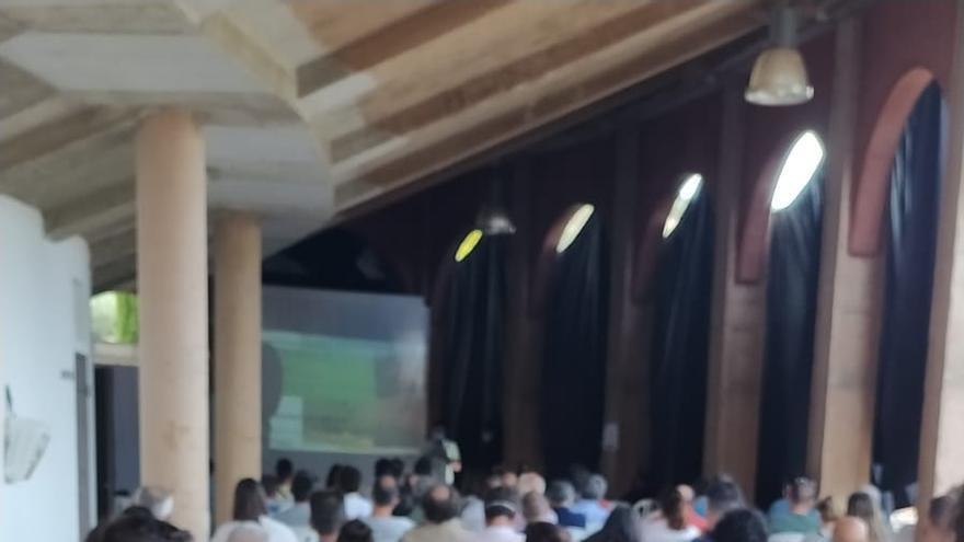 Más de cien agricultores se dan cita en Almedinilla en las Jornadas del Olivar