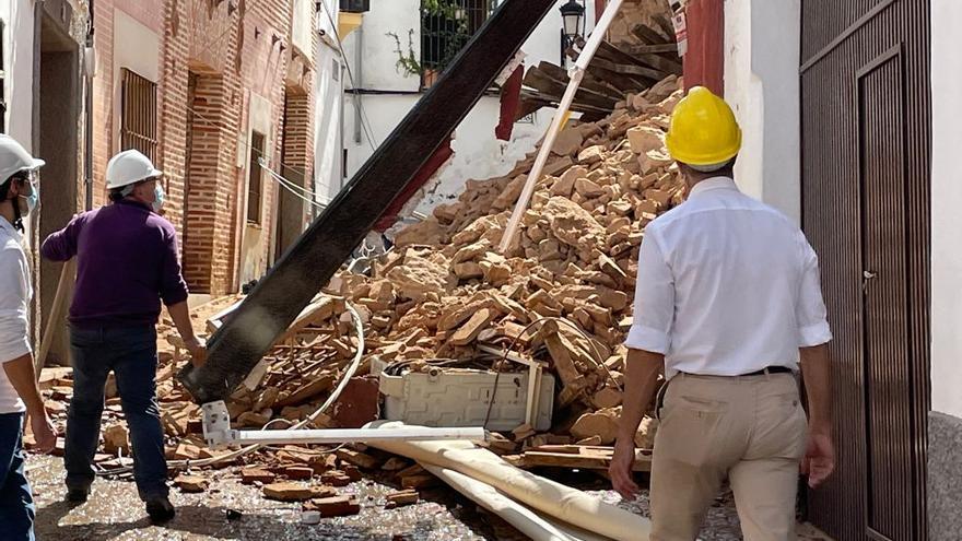 Una vivienda se derrumba en la calle Boticas de Zafra