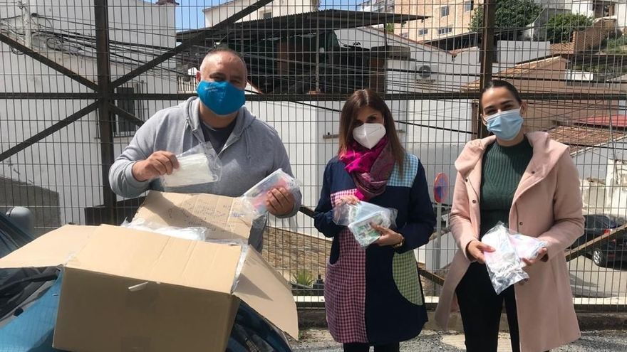 El PP de Álora dona 30.000 mascarillas a escolares y familias vulnerables