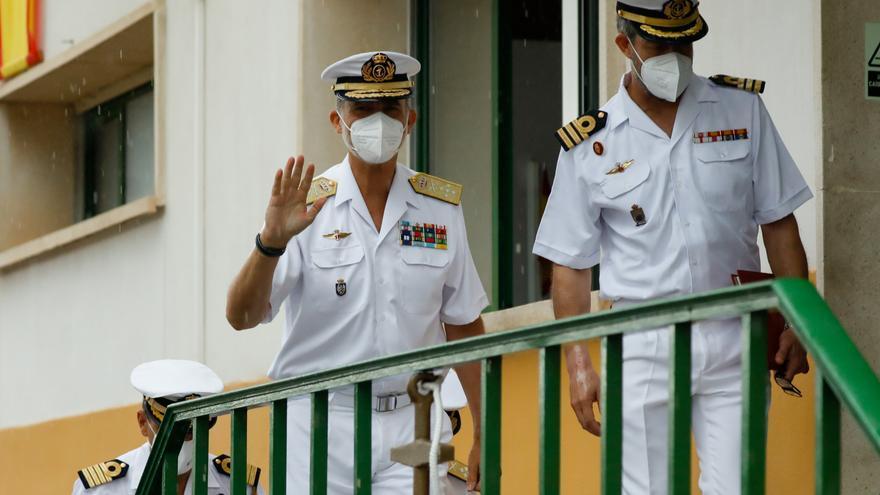 El Rey asiste en Cartagena a una demostración de identificación y detección de minas