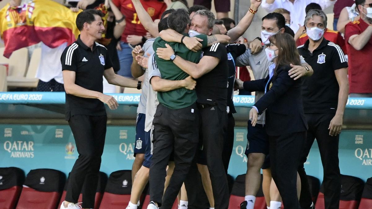 Luis Enrique celebra el gol de Laporte