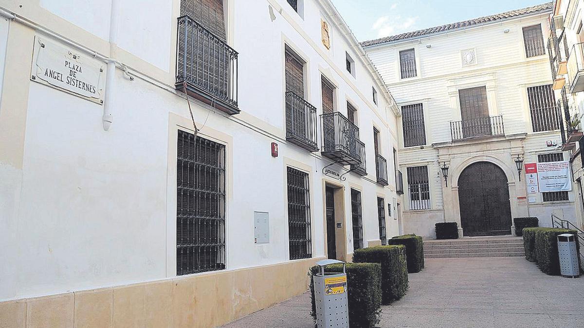 Plaza de Ángel Sisternes, donde se ubican la Casa de las Aguas y el comedor social de Cáritas montillana.