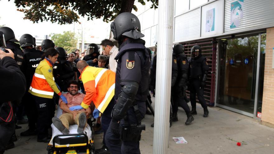 Amnistia Internacional posa d'exemple les càrregues de l'1-O per alertar de l'ampli ús de porres policials al món