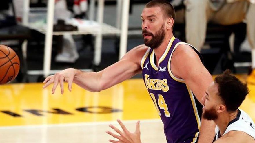 Los Lakers se rehacen a tiempo ante los Grizzlies