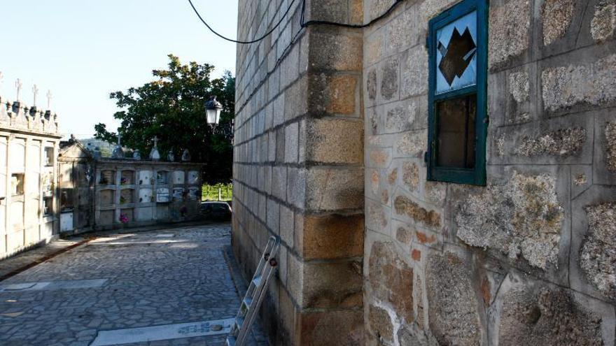 La activación de la alarma frustra un robo de madrugada en la iglesia de Tremoedo