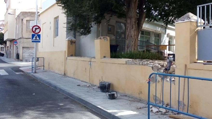 El Ayuntamiento de Elda reforma el muro de la calle Ramón Nocedal