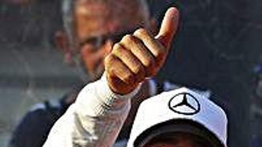 """Hamilton da un golpe de autoridad y se hace con la """"pole"""""""