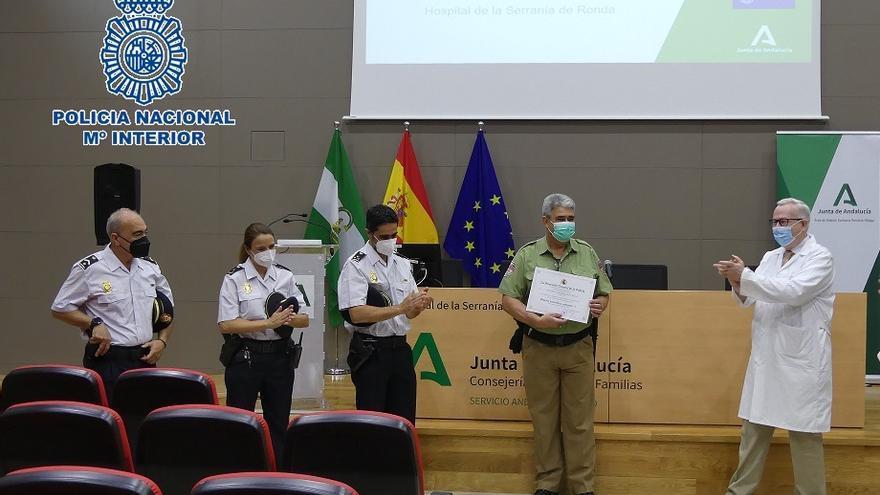 La Policía Nacional reconoce la dedicación del personal de seguridad privada en Hospital de Ronda