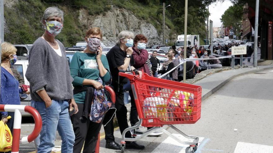 Allau de compradors als estancs del Pertús per l'aixecament de restriccions a França