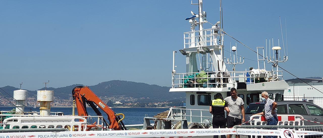 """El arrastrero """"Nuevo Confurco"""" confinado en el Puerto de Vigo"""
