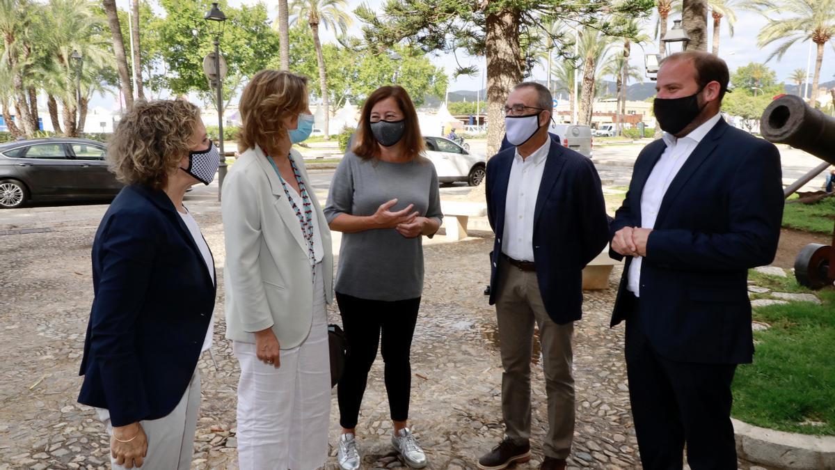 La vicepresidenta Ribera con Calvo, Armengol, Yllanes y Mir