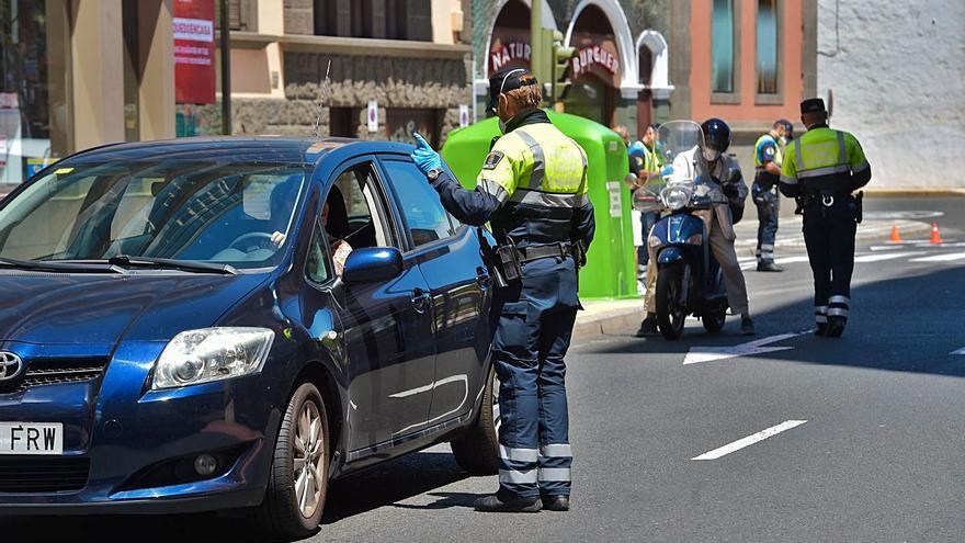 Investigan el permiso de conducir de 200 venezolanos en Tenerife
