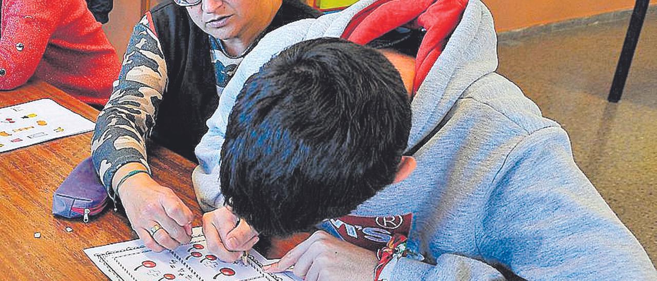 El Síndic solicita que la ley impida dejar sin clase a niños discapacitados.