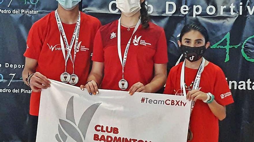El Bádminton Xàtiva logra siete medallas en los torneos de Murcia y Toledo