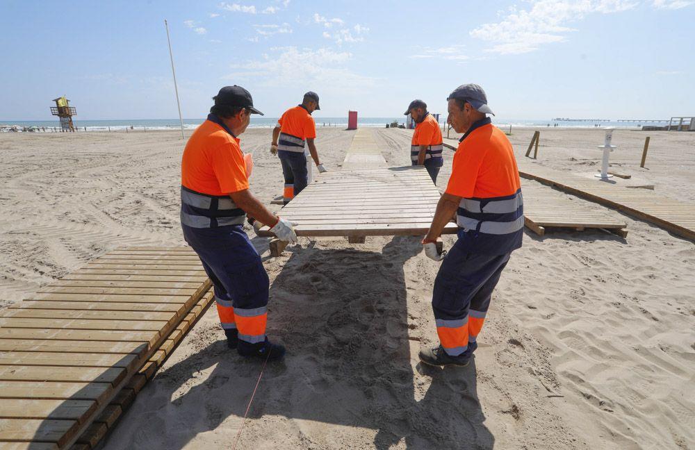 Carrera a contrarreloj en Sagunt, para abrir este fin de semana nuevos tramos de la playa afectados por la lluvia.