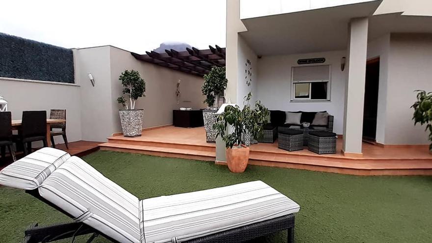 Una pareja inglesa rifa su casa en Tenerife por poco más de dos euros