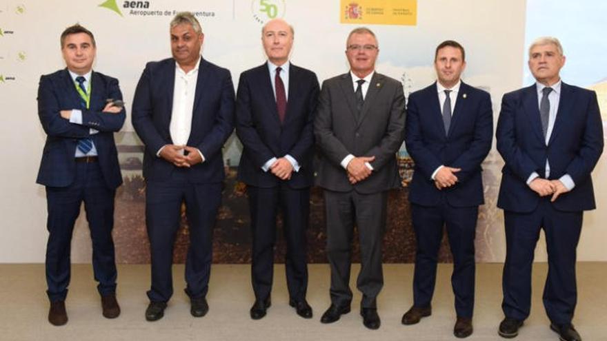 Aena conmemora los 50 años del aeropuerto insular