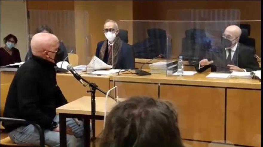 El hombre acusado de fingir 2.000 tumores acepta dos años de cárcel por estafa