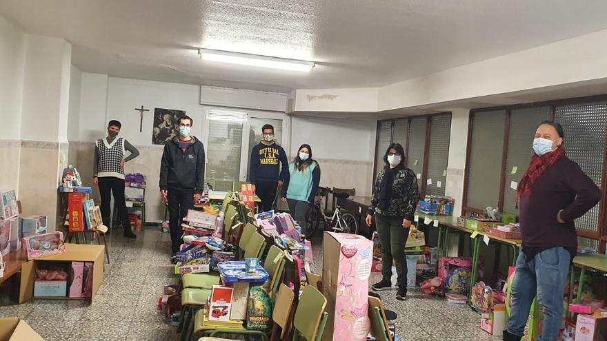 Colectivos sociales, gestora y festeros recogen juguetes para los niños de 200 familias necesitadas