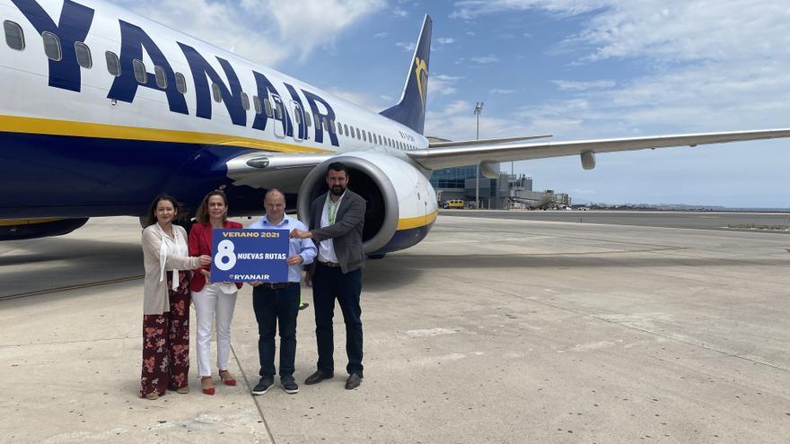 Ryanair programa 300 vuelos semanales en el aeropuerto de Alicante-Elche y prevé recuperar a final de año el 90% de la actividad