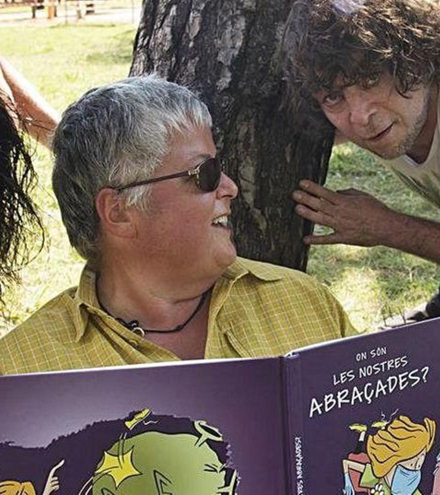 Descompte especial en la compra del llibre 'On són les nostres abraçades?'