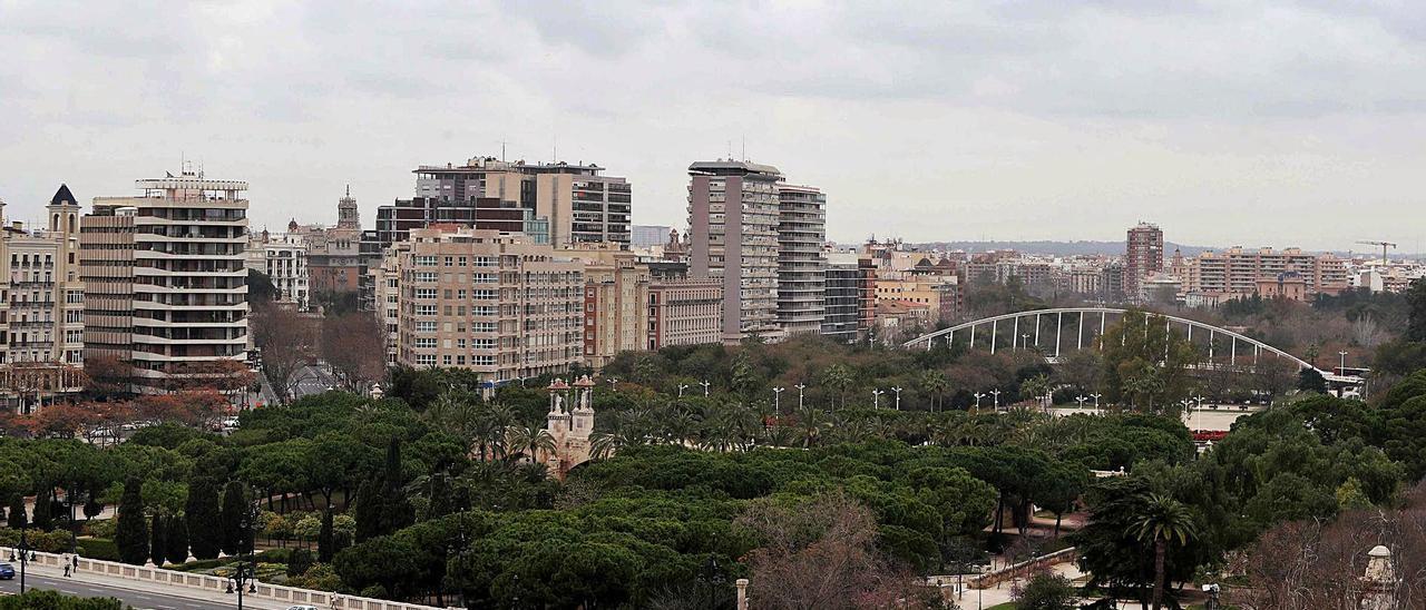 El nuevo depósito ubicado en Manises reforzará el suministro para la capital y el área metropolitana. | JOSÉ MANUEL LÓPEZ