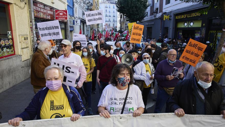"""Una manifestación en Madrid exige un tren """"público y social"""" para """"vertebrar"""" la país el país"""