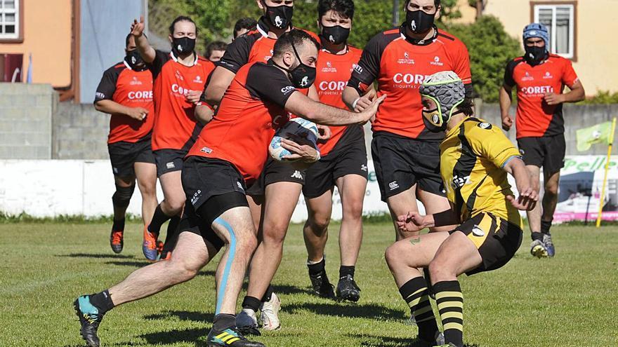 El Coreti Rugby Lalín vence al Santiago y asegura el liderato