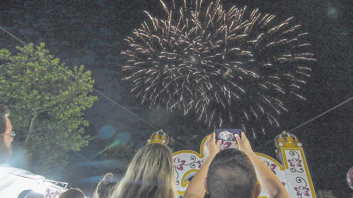 Habrá fuegos artificiales la noche del jueves 23 de septiembre en el recinto ferial de Cáceres. En la foto, los fuegos en una edición anterior de la feria.