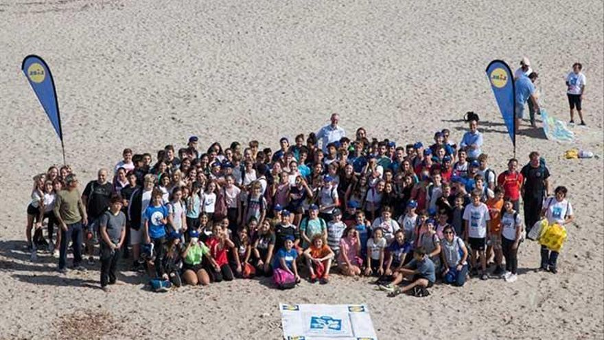 Lidl organiza una limpieza del litoral del Llevant