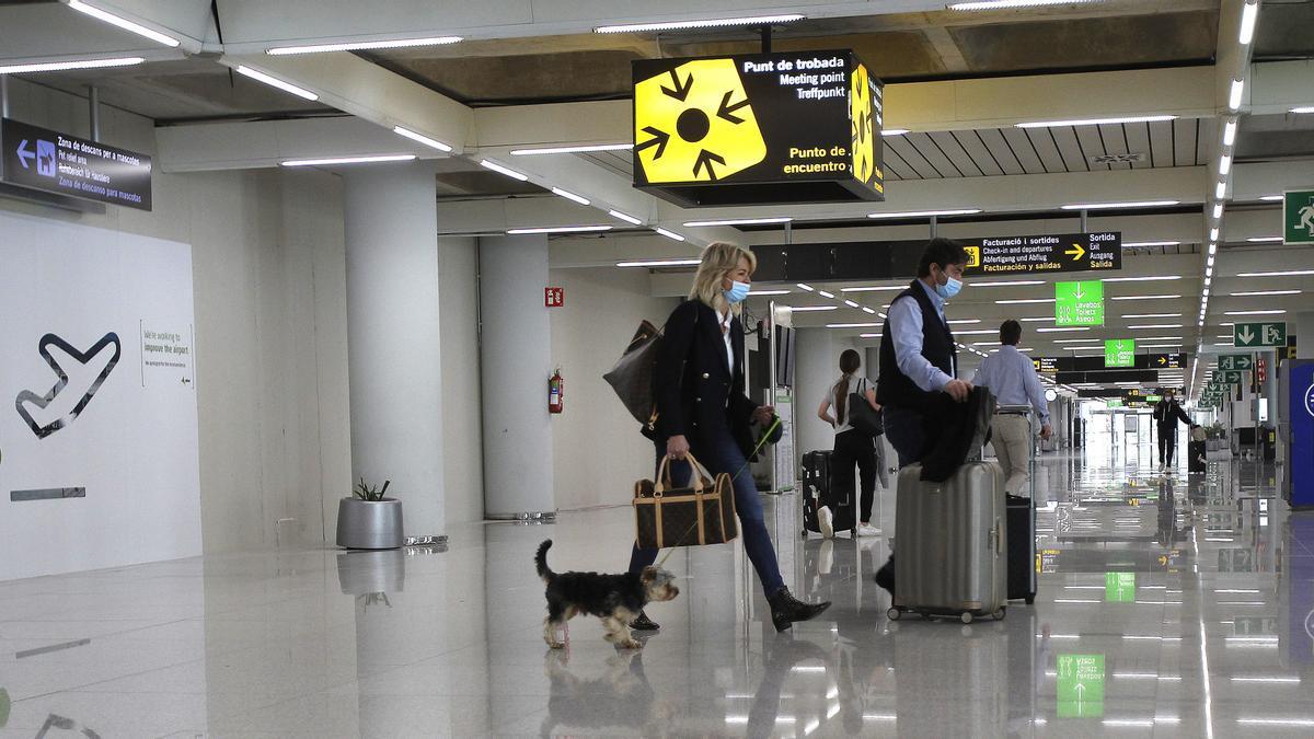 Viajeros en el Aeropuerto de Mallorca