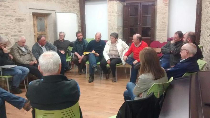 Las asambleas del PSOE de Sanabria y Carballeda piden primarias