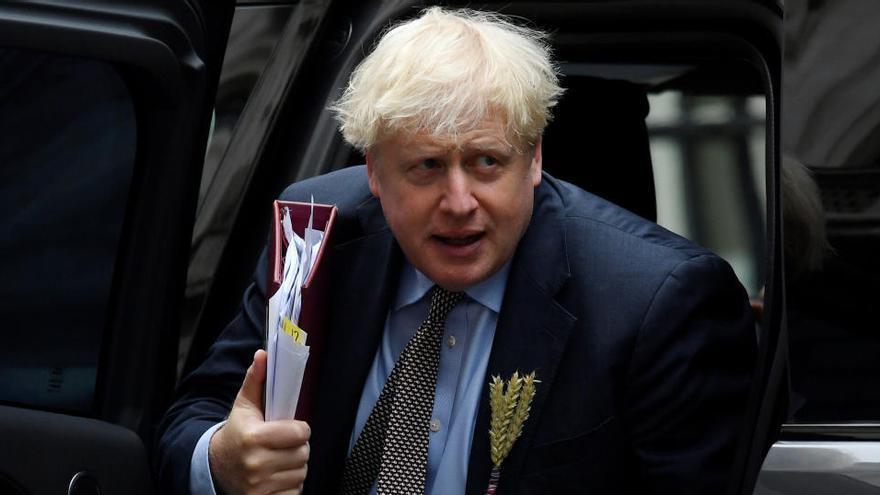 """Johnson defiende el cambio al acuerdo del Brexit para evitar """"interpretaciones irracionales"""""""