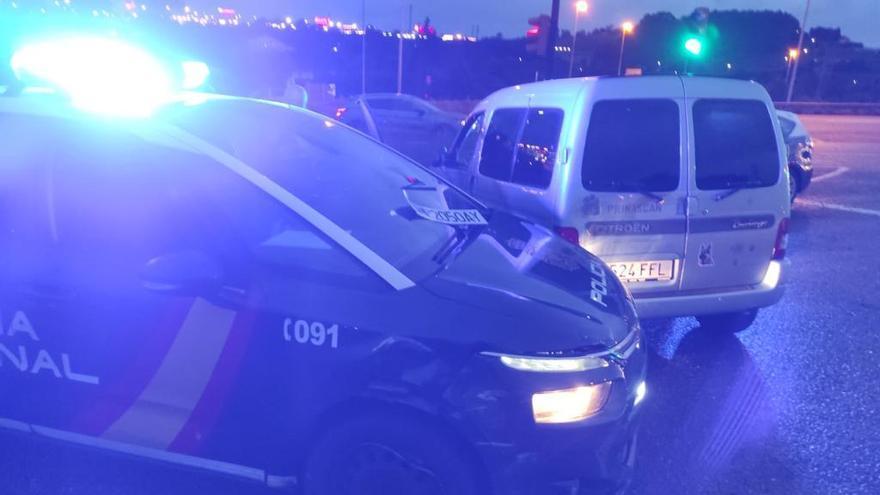 Dos policías heridos tras embestirles con una furgoneta una mujer que se quería suicidar