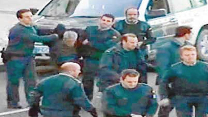 Los atracadores de Cangas de Onís salían del banco con más de 100.000 euros de botín