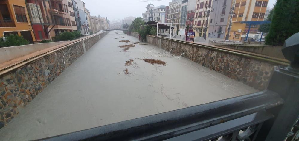 El río Segura, desbordado