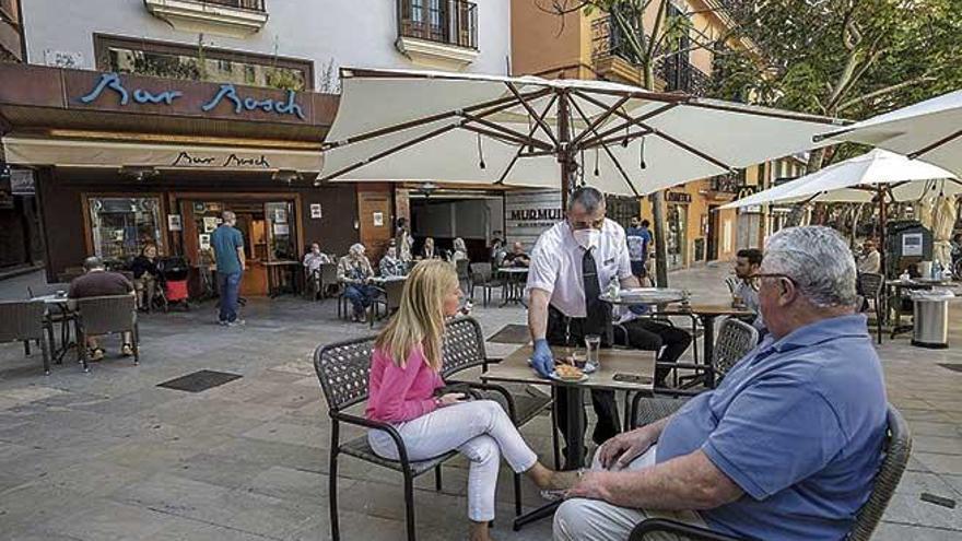El Govern da marcha atrás y demora la identificación de clientes en bares y restaurantes