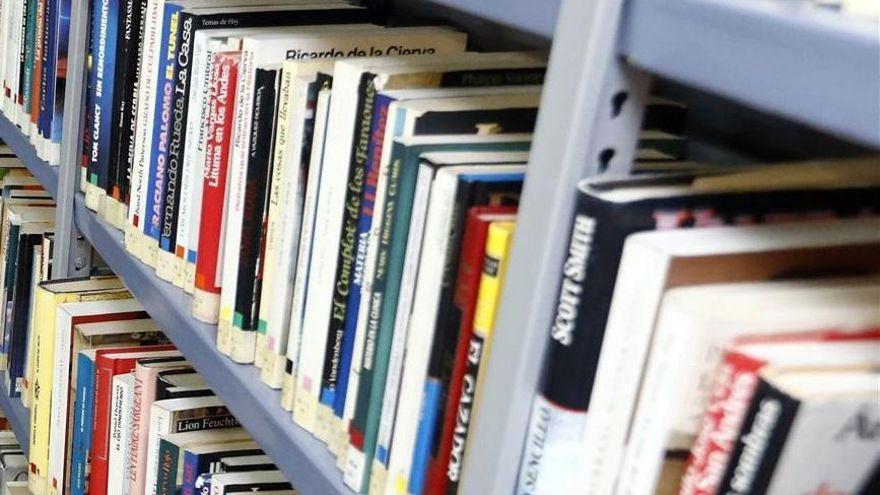 El Ayuntamiento de Córdoba celebra el Día del Libro regalando obras de autores cordobeses