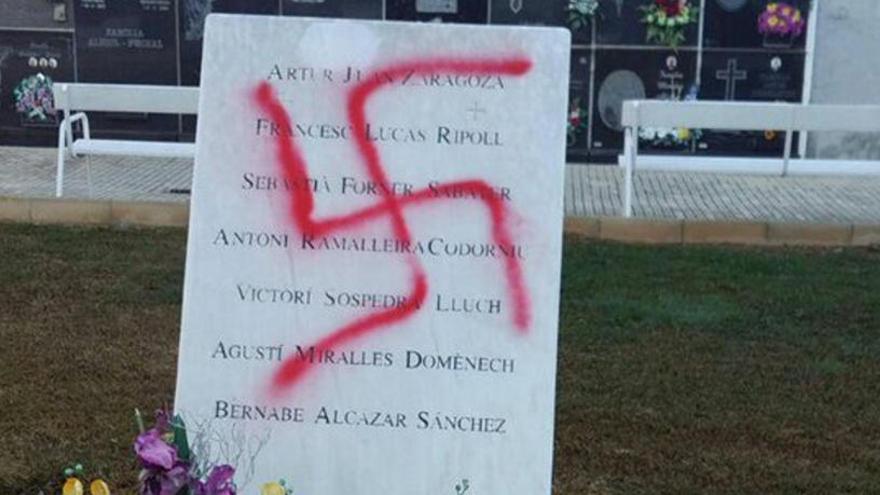 Denuncien una pintada nazi al monument de les víctimes dels camps d'extermini a Vinaròs