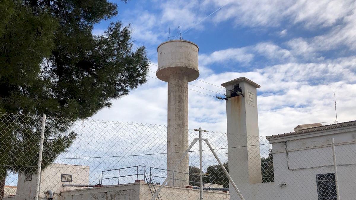 Facsa demolerá en fechas próximas este depósito de agua construido en 1932 para sustituirlo por unas instalaciones modernas.