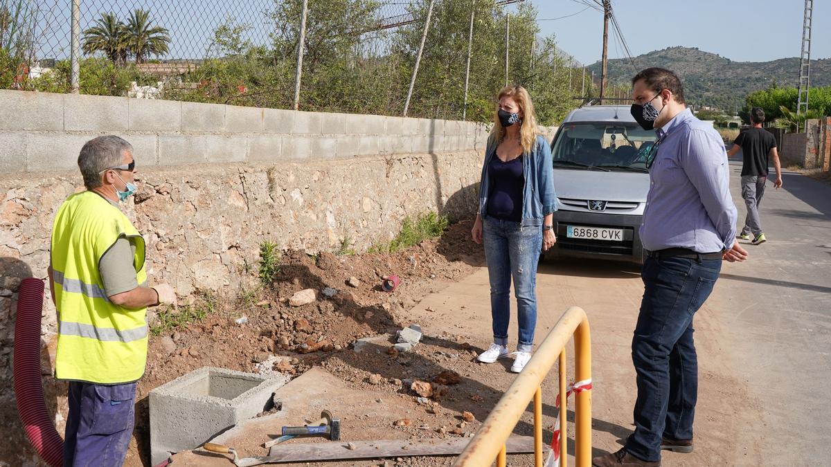 Visita de la alcaldesa y el concejal de Urbanismo a las obras del Camí Mestrets.