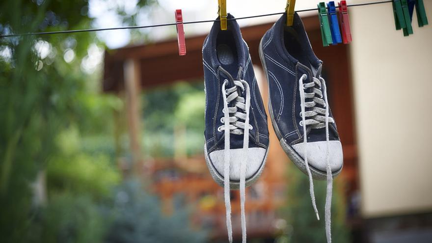 Remedios caseros y consejos para limpiar tus zapatillas sucias y dejarlas como nuevas
