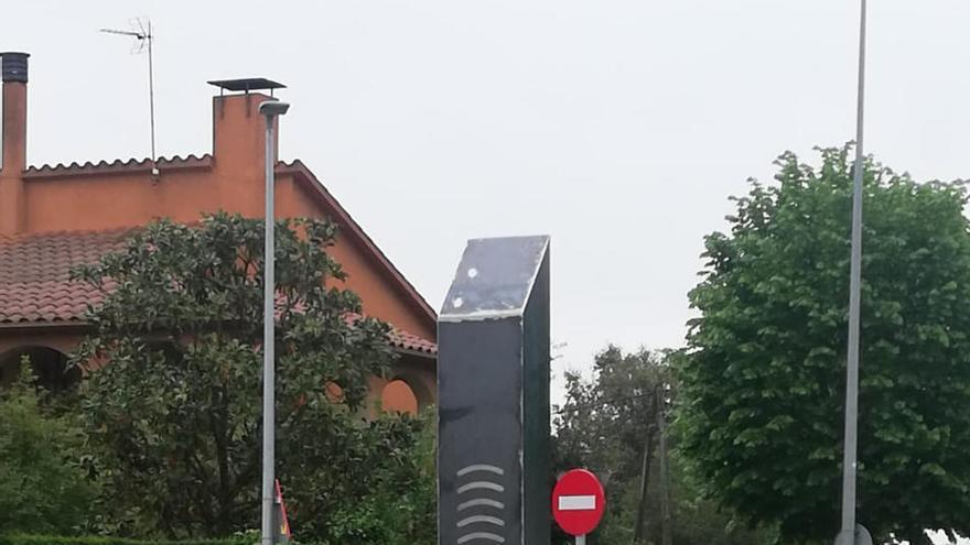 Aparece un nuevo monolito en un pueblo de Girona