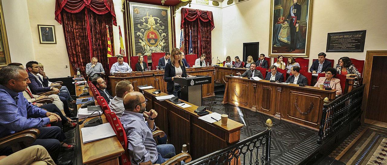 Los concejales del Ayuntamiento, en un pleno municipal, antes de la pandemia. | ANTONIO AMORÓS