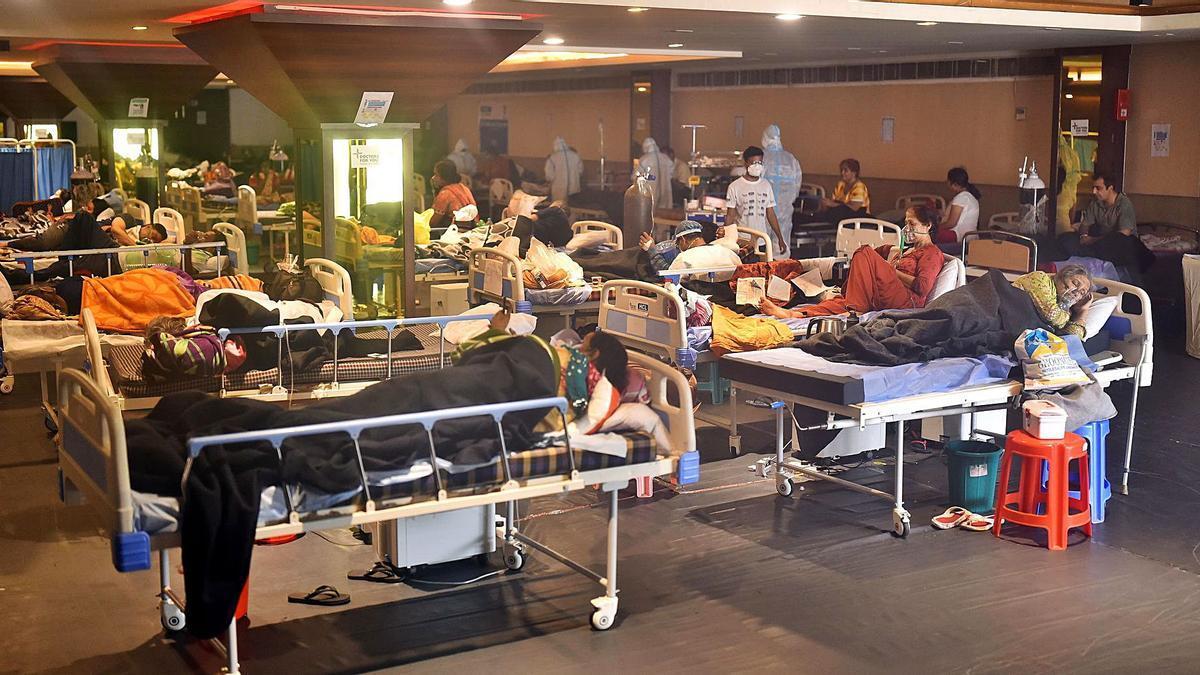 Pacientes reciben tratamiento en un hospital de Nueva Delhi. |   // EFE