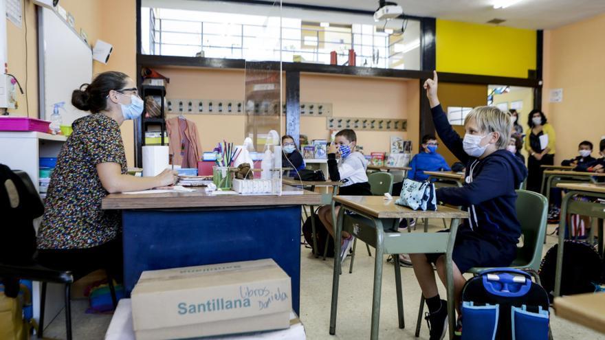Salud alerta sobre el uso de mascarillas de tela corporativas en los centros educativos del Caudal